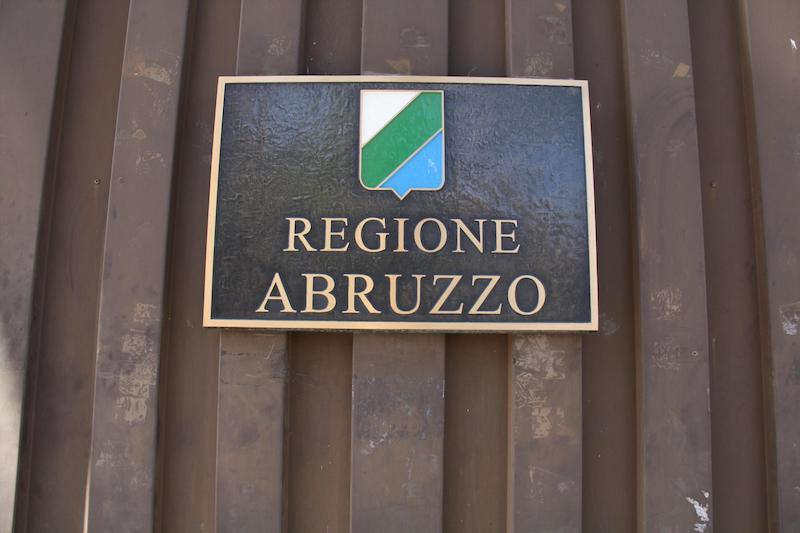 Regione: tagliano tutto meno retribuzioni assessori e consiglieri