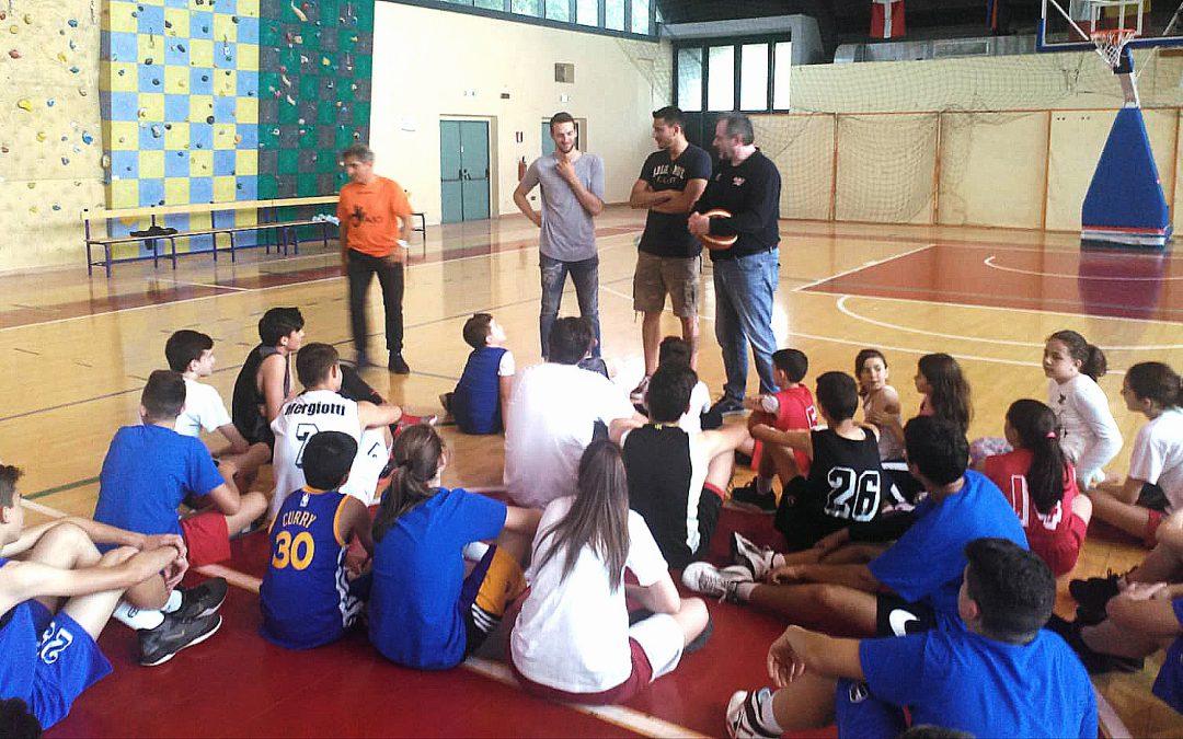 Basket: gli atleti del Roseto (serie A) nelle scuole di Penne