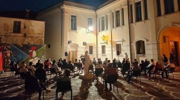 I POETI DI PIANELLA RECITANO… Una bella serata partecipata nel segno della poesia