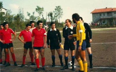Penne 1920/Penne2020 FELICE DI GIOCARE CONTRO Il '78-'79  Fu l'annata di Liberati al Chieti Scalo, secondo come la Pennese: le 15 reti di Assetta e 17 vittorie non bastarono. S'impose la Sant con 64 gol fatti