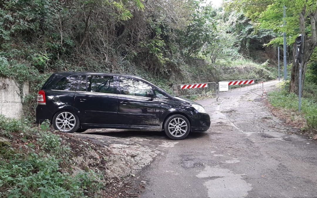 I RECLUSI DI PORTA FORNACE  Dieci famiglie bloccate per una stradella interdetta