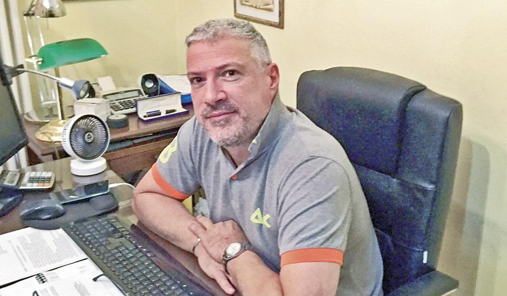 PENNE: IO, SALVATO DA PARRUTI   Luciano Procacci, 46 anni, è rimasto contagiato dal virus e dopo sette giorni a casa, è stato trasferito all'ospedale di Pescara tra la vita è la morte
