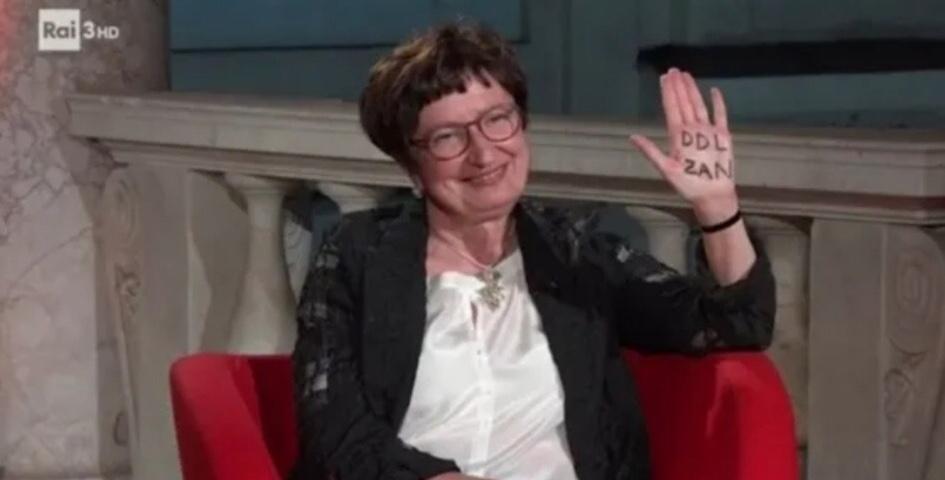 PENNE: CERIMONIA CONCORSO LETTERARIO FESTIVAL DELLE ARTI  Tra racconti e poesie, l'orgoglio della Cultura pennese è Donatella Di Pietrantonio